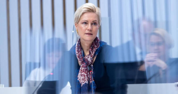 A wolf in sheep's clothing: the environmental foundation of Manuela Schwesig promotes Nord Stream 2 at the expense of Germany